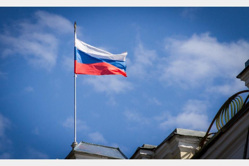 Флаг россии поверх фото